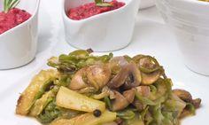 Salteado de verduras con hummus de remolacha acompañado de nacho o palitos de pan.