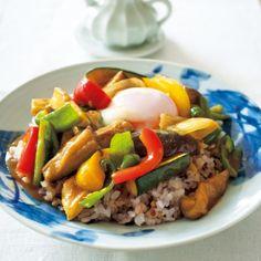 あまった野菜をおいしく使い切るのに役立つレシピです。 Japanese Food, Sausage, Grains, Rice, Sweets, Beef, Curry, Cooking, Recipes