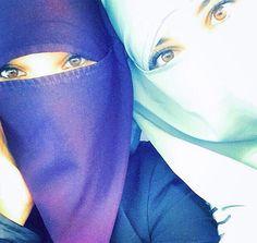 Niqab besties.