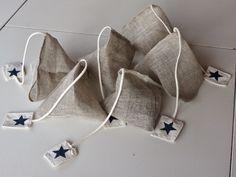 Risultati immagini per sachet lavande Felt Crafts, Fabric Crafts, Sewing Crafts, Sewing Projects, Lavender Bags, Lavender Sachets, Handmade Home Decor, Handmade Gifts, Tea Bag Art