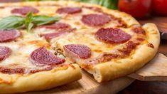 Hans Välimäen salami-mozzarellapizza on yksi Makuja.fi:n suosituimmista kesäresepteistä. Huippukokki jakoi parhaat pizzavinkkinsä Huomenta Suomen Makuja-osuudessa kesällä 2014.