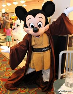Review: NEW Star Wars Jedi Mickey Character Dining Meal at Disney World's Hollywood Studios.