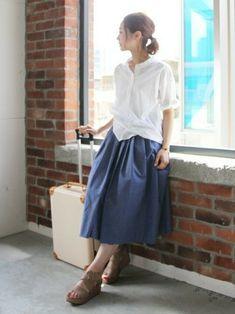 ホワイトシャツ×フレアスカート