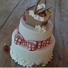 5th wedding anniv cake-picnic