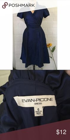 Fun business dress This dress is an appropriate length of to the knees and short sleeves. It can be used for business or any professional occasion! Evan Picone Dresses Midi