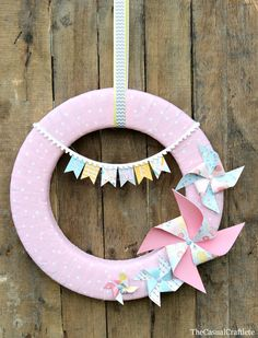 Easy step by step tutorial on how to make a summer wreath with pinwheels and a pom pom ribbon banner using scrapbook paper. Wreath Crafts, Diy Wreath, Diy Crafts, Wreath Ideas, Door Wreaths, Summer Crafts, Crafts For Kids, Craft Tutorials, Craft Projects
