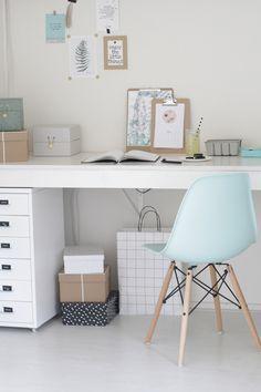 Si ya habíamos visto las casas de pinterest y salones de pinterest no faltaba mucho para encontrar un despacho bonito, sencillo, encantador...