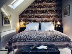 The bedrooms in Ludlow Barn in Ludlow are simply stunning! Kitchen Extension With Roof Lantern, Farm Barn, Comforters, Luxury, Barns, Cottages, Interior, Studios, Bedrooms