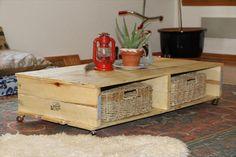 Palettes de bois recyclées en table basse déco et fonctionnelle