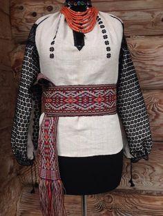 Сорочка вишита за старовинними зразками вишивки з с.Старий Косів. Вишита натуральною італійською вовною зібрана в ручну.
