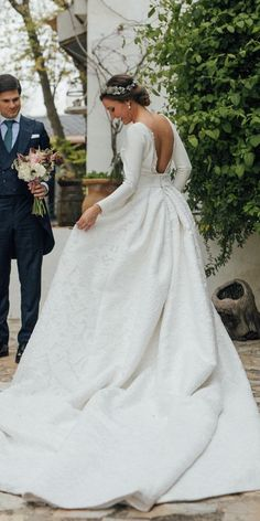 12 Celebrity Wedding Dresses And Its's Clones celebrity wedding dresses simple ball gown with sleeves clon miranda kerr's gown kiwo estudi Celebrity Wedding Dresses, Western Wedding Dresses, White Wedding Dresses, Celebrity Weddings, Bridal Dresses, Modest Wedding, Royal Wedding Gowns, Celebrity Style, Bridesmaid Dresses