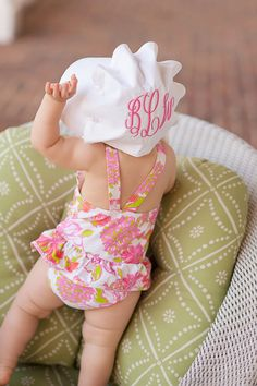 Nothing more precious than a baby in a bonnet! White Beaufort Bonnet with Plantation Pink Monogram Baby Boys, My Baby Girl, Little Doll, Little Girls, Cute Kids, Cute Babies, Beaufort Bonnet Company, Baby Monogram, Monogram Onesies