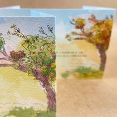 Dit geboortekaartje vertelt het verhaal van Vera, het zusje van Hannah (voor wie we al eerder het geboortekaartje mochten maken). Compleet met de knuffels van de meisjes, huisdieren (twee rode katers) en favoriete (wandel)omgeving van papa & mama. Eerder mochten we ook de trouwkaart van Jelte & Desirée maken, hierop had de appelboom een speciale rol en deze komt ook (aangepast aan het seizoen) terug op de geboortekaartjes. Zo zitten nog meer subtiele persoonlijke verwijzingen 'verstopt' ;D Babyshower, Shower Baby, Baby Shower, Baby Showers