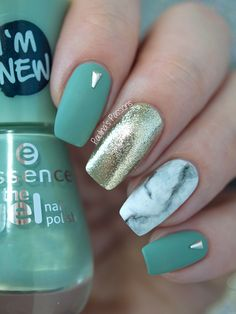 Marble Nail Art with green