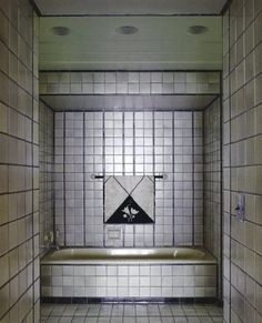 Vintage Art Deco bath with Pewabic Pottery tile by seminal Finnish architect Eliel Saarinen