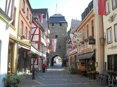 Tipps für ein Wochenende in Bad Neuenahr- Ahrweiler, Rheinland-Pfalz - von der Nachtwächtertour, über Wandern und Radfahren bis zum Shoppen.