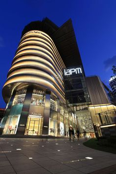 iAPM is a new high-end retail podium and the key feature for the Shanghai ICC mixed-use scheme. Featuring two Grade A international office towers, luxury res...