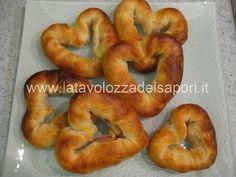 Rustici a forma di cuore con Pancetta e Grana  http://www.latavolozzadeisapori.it/ricette/rustici-a-forma-di-cuore-con-pancetta-e-grana