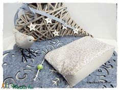 Csipke - karácsonyi neszesszer, smink tartó (annetextil) - Meska.hu Minion, Throw Pillows, Diy, Vintage, Toss Pillows, Cushions, Bricolage, Minions, Decorative Pillows