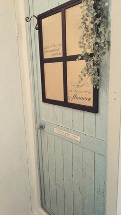 ダイソーのリメイクシート恐るべし (お風呂のドアに貼ってみた♡)|ジャンケンケンのブログ 100均リメイク、100均リノベ Daiso, Diy Interior, Diy And Crafts, Doors, Frame, Flowers, Home Decor, Door Ideas, Bath Room