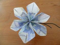 Zelf deze geld bloem maken? Je hebt nodig; 3 briefjes papiergeld ijzerdraad groen tape Would you like to make this money f...