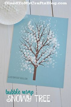 Bubble Wrap Snowy Tree Kid Craft w/free printable Winter Luftpolsterfolie Snowy Tree Kid Craft mit k Winter Art Projects, Christmas Crafts For Kids, Christmas Art, Diy Crafts For Kids, Holiday Crafts, Art For Kids, Winter Crafts For Preschoolers, Winter Preschool Crafts, Simple Crafts