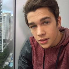 but first... let Austin Mahone take a selfie
