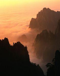Die Gelben Gebirge im südlichen Anhui Provinz. Lernen Sie die Peking sowie Südchina mit seinen märchenhaften Landschaften intensiv kennen.