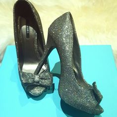 """Forever 21  glittery  heels NEW💥 limited edition These heels are made out of a shiny material,  not glitter.  Cute peep toe with bow in front. Sold out everywhere.  Limited edition half of an inch hidden platform with a 4"""" heel Forever 21 Shoes Heels"""