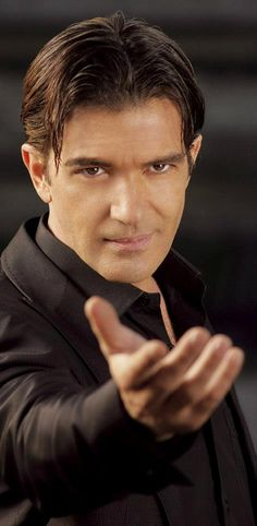 Dang!!! Antonio Banderas is sooooo good looking. It is like he is reaching out for me in this pc. (shut up,I can dream....LOL)