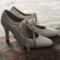 Vintage wedding shoes nicolehailey17   http://media-cache1.pinterest.com/upload/140526450842323657_hoYrHqiB_f.jpg