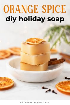 Easy Homemade Gifts, Homemade Candles, Christmas Soap, Christmas Crafts, Handmade Soap Recipes, Homemade Cleaning Supplies, Dried Orange Slices, Home Made Soap, Soap Base