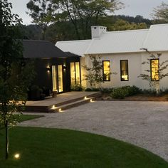 interior home design Modern Farmhouse, Farmhouse Style, House Elevation, Story House, Facade House, The Ranch, Modern House Design, Home Fashion, House Colors