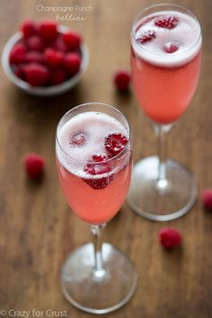 Make a champagne punch bellini for your Hollywood party! 3 simple ingredients make this the perfect signature party drink.