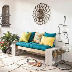 Le banc est un meube joli et pratique. Quand vous choisissez un matelas pour banquette vous vous offrez du confort et des touches déco pour l'intérieur.