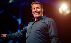 Explore highly insightful, motivational and inspirational Tony Robbins quotes. Here are the 10 greatest Tony Robbins quotations on life, struggle & success. Tony Robbins Seminar, Tony Robbins Quotes, Vash, Self Discipline, The Millions, Powerful Quotes, Change My Life, Marketing Digital, Quotations