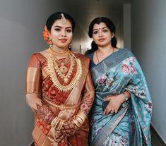 Christian Wedding Sarees, Saree Wedding, Kerala Bride, Girl Face, Unique Colors, Bridal Make Up, Wedding Bells, Color Combos, Bridal Jewelry