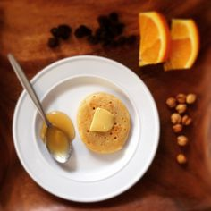 Fresh made crumpet with butter and raw honey Food Kids, Crumpets, Raw Honey, Afternoon Tea, Kids Meals, Real Food Recipes, Panna Cotta, Corner, Butter