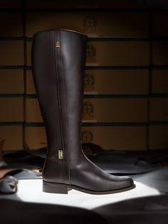 Botas de Valverde del Camino, Dakota Boots | Bota dakota boots, con bandera de España bordada y cremallera interior