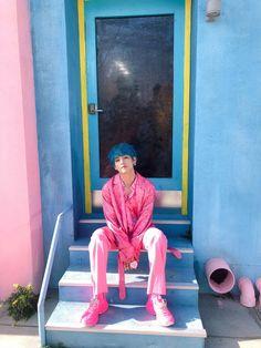 Map of the soul Boy with luv pink BTS kpop persona 방탄소년단 Bts Taehyung, Namjoon, Bts Bangtan Boy, Seokjin, K Pop, Billboard Music Awards, Foto Bts, Taekook, Sunshine Line