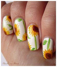 31 day challenge – Day 3 JAUNE (Nail Art Tournesol) - Nature Nails Nail Art by Tenshi no Hana Cute Nail Art, Cute Nails, Pretty Nails, Hair And Nails, My Nails, Nail Art Designs, Nail Art Halloween, Sunflower Nail Art, Gothic Nails