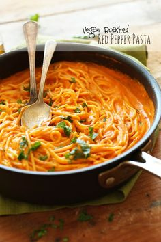Vegan Roasted Red Pepper Pasta | 10 ingredients, SUPER creamy and savory