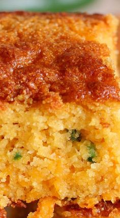 Jalapeno Cheddar Honey Cornbread Changes: No jalapeño, add bacon, cup melted butter in mix, melt butter in cast iron pan as oven heats and pour mix in. Jalapeno Cheddar Cornbread, Honey Cornbread, Mexican Cornbread, Cheesy Cornbread, Skillet Cornbread, Cornbread Casserole, Le Diner, Scones, I Love Food