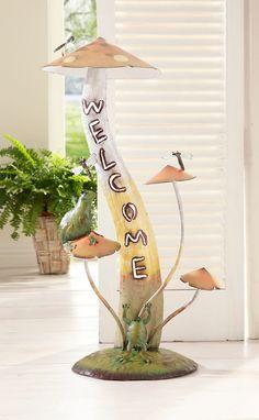 Ein absoluter Dekorations-Hit!  Mit diesem Pilz mit der Aufschrift »Welcome« holen Sie sich ein tierisches Wohnaccessoire in Ihr Heim.  Die Skulptur lässt sich im Eingangsbereich vielseitig dekorieren und passt in jede Landhaus-Einrichtung.  Die Figur besteht aus 4 Pilzen mit 2 Fröschen und 3 Libellen. Das Objekt ist aus Metall gefertigt und wurden liebevoll, detailreich gestaltet.  Maße (B/T/H...