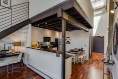 This particular live/work conversion loft San Francisco comes with vaulted concrete ceilings, yet its design can not be described as sober. Concrete Ceiling, Wooden Ceilings, Apartment Interior Design, Decor Interior Design, San Francisco, Korean Apartment, Casa Loft, Craftsman Cottage, Apartment Goals