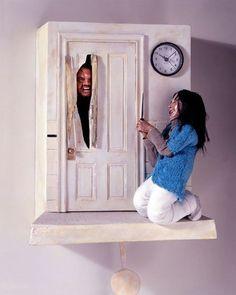 ジャック・ニコルソンが1時間おきに襲ってくる!?映画「シャイニング」のハト時計【Cuckoo Clock】