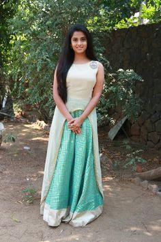 Arthana Binu is a South Indian actress, born in Thiruvananthapuram, Kerala. Beautiful Girl Photo, Beautiful Girl Indian, Beautiful Saree, Beautiful Indian Actress, Beautiful Women, Girl Photo Poses, Girl Photos, Indian Long Hair Braid, Girl Number For Friendship