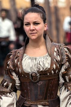 I like this costume! Battle for Vilegis – - Historical Fashion Armor Clothing, Steampunk Clothing, Steampunk Fashion, Historical Costume, Historical Clothing, Medieval Costume, Larp Costumes, Renaissance Costume, Arte Steampunk