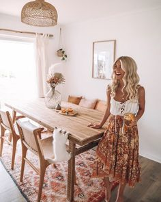 Couple who lived out of a van for two years transform their home Boho Living Room Couple Home Lived transform Van years Dining Room Design, Interior Design Living Room, Interior Decorating, Sala Vintage, Boho Living Room, Living Room With Carpet, Dining Room Inspiration, New Homes, Room Decor