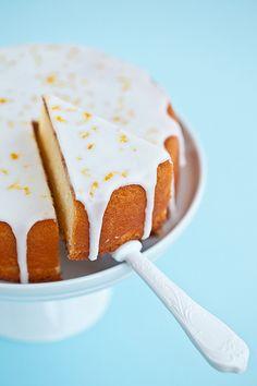 Torta al limone glassata